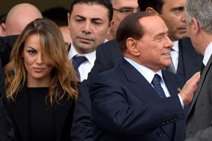 Подруга Берлускони попросила о заступничестве папу Римского